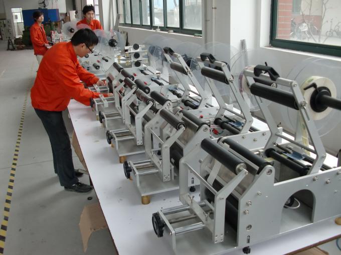 آلة لصق الملصقات الأوتوماتيكية الكاملة ذات الجانبين المزدوج قضيب التسمية المسطحة
