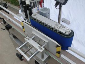 آلة وضع العلامات على الزجاجات المستديرة الأوتوماتيكية للغراء غير الجاف ، آلة وضع العلامات على العبوات الخشبية / التصدير من أجل CE