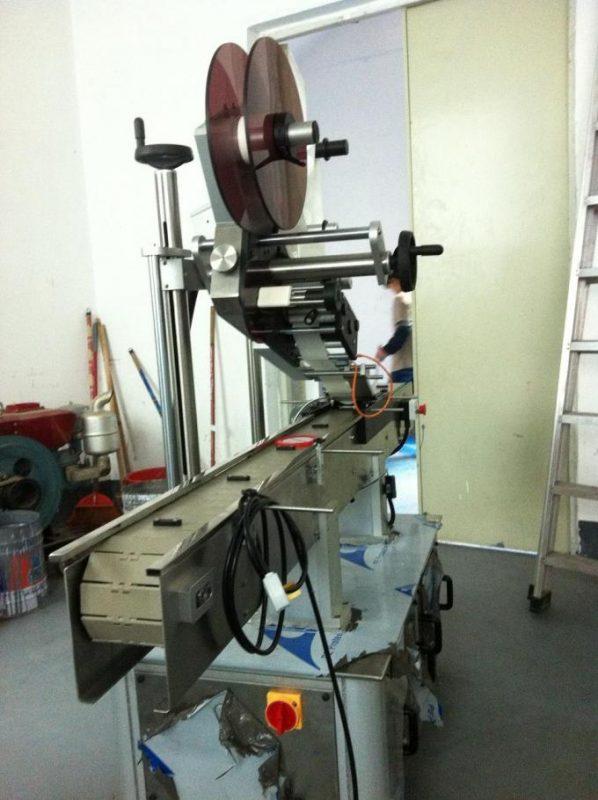 نوع لاصق السطح المسطح آلة وسم أعلى تسمية للغطاء