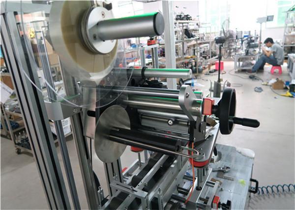 أعلى آلة وضع العلامات الأوتوماتيكية آلة وضع الملصقات السطحية المسطحة مع ناقل / أعلى معدات وضع العلامات