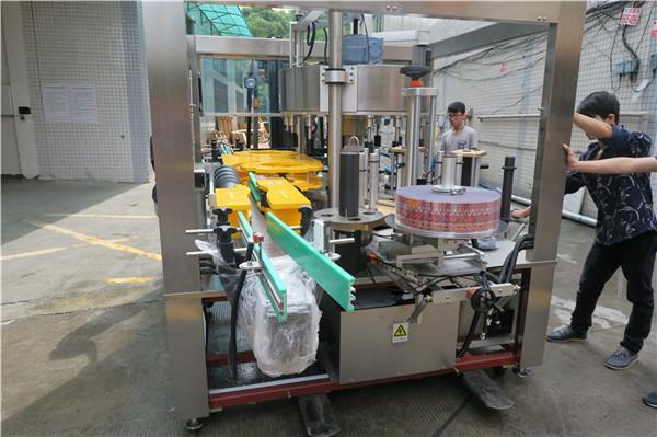 آلة وضع العلامات الدوارة على زجاجة عصير بيرة أحادية الطي AC380V 50Hz 5.5KW