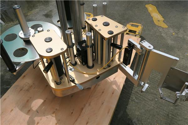 آلة لصق الملصقات الدوارة عالية السرعة مع وظيفة الدوران