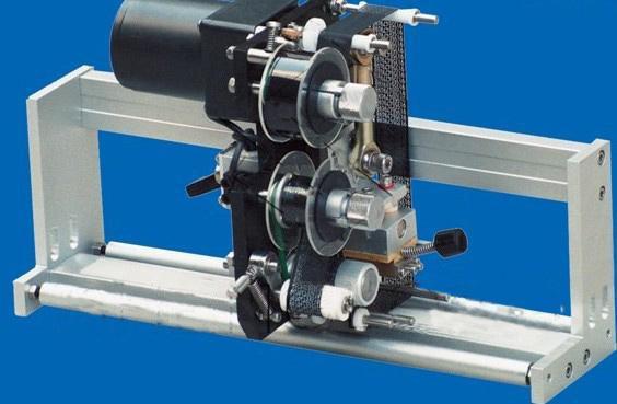 آلة لصق ملصقات مزدوجة الجانب عالية السرعة ، آلة وضع العلامات الأوتوماتيكية للزجاجات المستديرة / المربعة / المسطحة