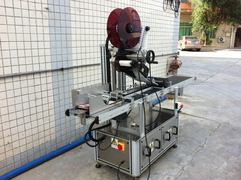 الصين آلة وضع العلامات على محرك كهربائي ، مورد آلة لصق ملصقات ذاتية اللصق