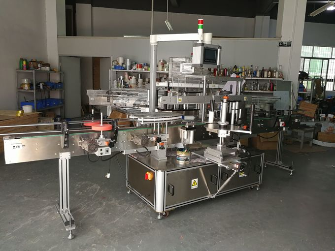 آلة لصق زجاجة الشامبو المسطحة ، آلة وضع العلامات ذاتية اللصق من الأمام والخلف